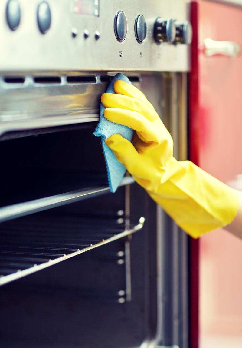 jak czyścić piekarnik sodą